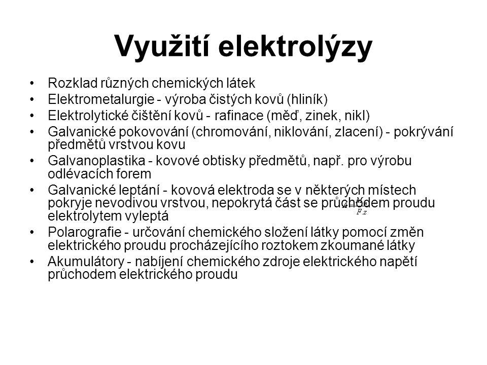 Chemické zdroje napětí Galvanický článek je zdroj elektrického napětí tvořený dvěma elektrodami z různých kovů ve styku s vhodným elektrolytem.