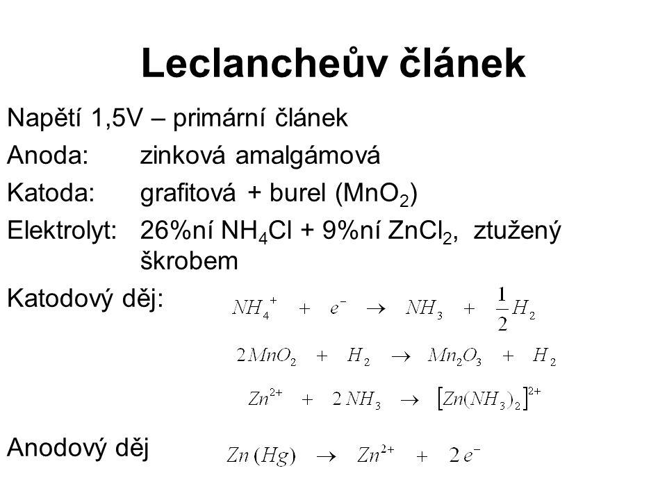 Alkalický článek Má delší životnost.