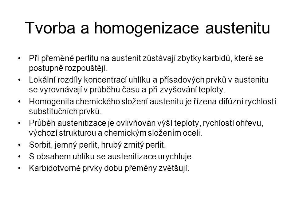 Tvorba a homogenizace austenitu •Při přeměně perlitu na austenit zůstávají zbytky karbidů, které se postupně rozpouštějí. •Lokální rozdíly koncentrací