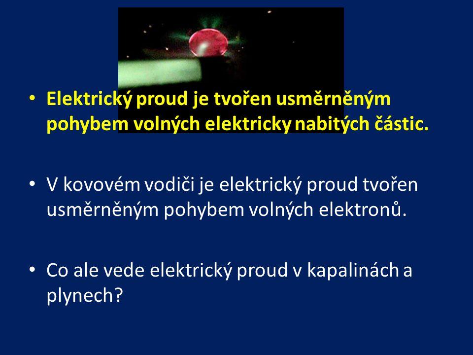 • Elektrický proud je tvořen usměrněným pohybem volných elektricky nabitých částic. • V kovovém vodiči je elektrický proud tvořen usměrněným pohybem v