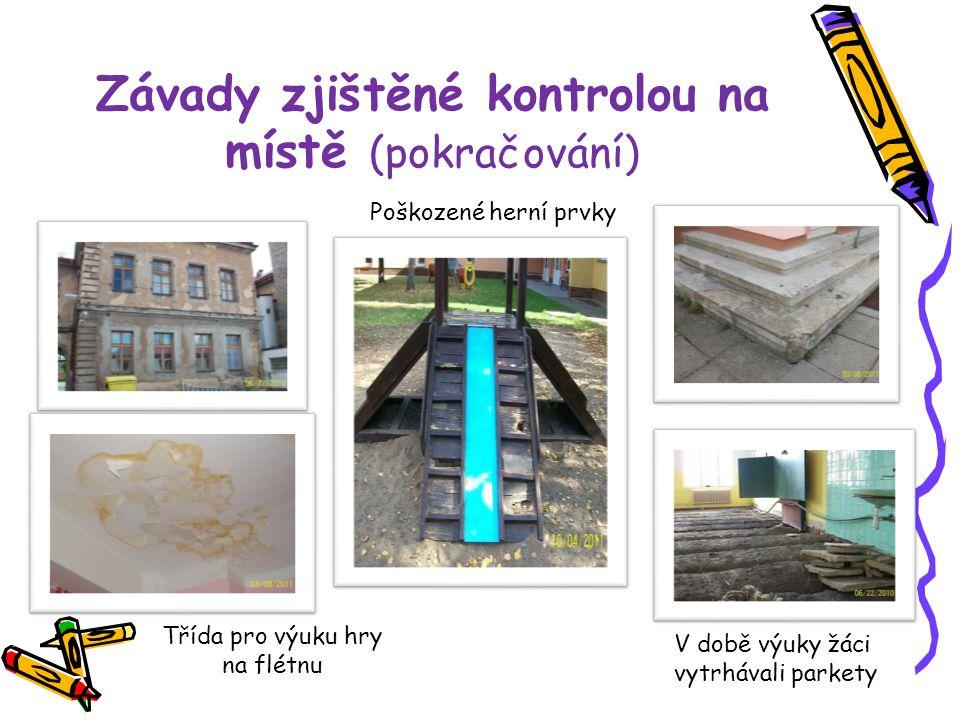 Závady zjištěné kontrolou na místě (pokračování) Poškozené herní prvky Třída pro výuku hry na flétnu V době výuky žáci vytrhávali parkety