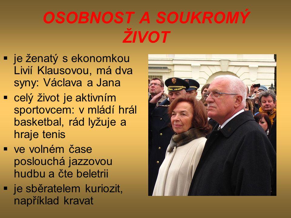 OSOBNOST A SOUKROMÝ ŽIVOT  je ženatý s ekonomkou Livií Klausovou, má dva syny: Václava a Jana  celý život je aktivním sportovcem: v mládí hrál baske
