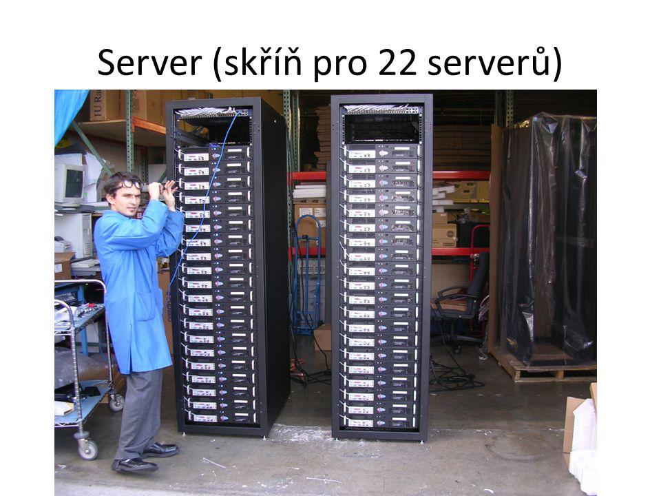 Server (skříň pro 22 serverů)