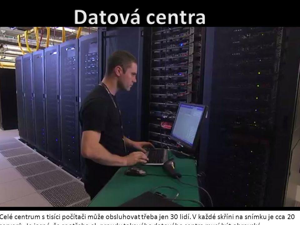 Celé centrum s tisíci počítači může obsluhovat třeba jen 30 lidí. V každé skříni na snímku je cca 20 serverů. Je jasné, že spotřeba el. proudu takovéh