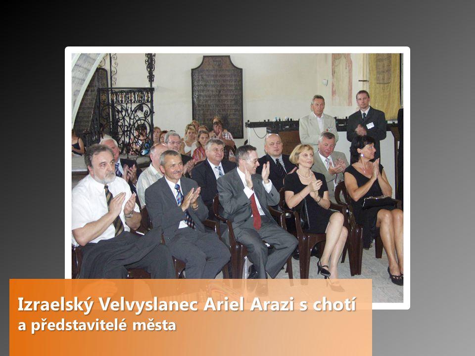 Izraelský Velvyslanec Ariel Arazi s chotí a představitelé města