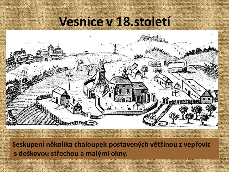 Vesnice v 18.století Seskupení několika chaloupek postavených většinou z vepřovic s doškovou střechou a malými okny.