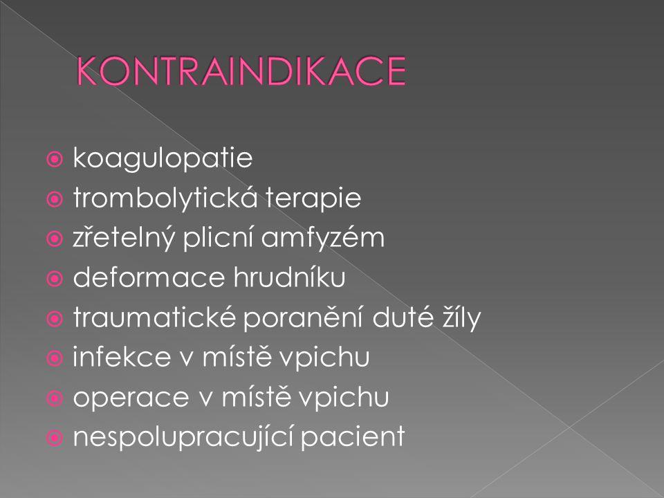  koagulopatie  trombolytická terapie  zřetelný plicní amfyzém  deformace hrudníku  traumatické poranění duté žíly  infekce v místě vpichu  oper