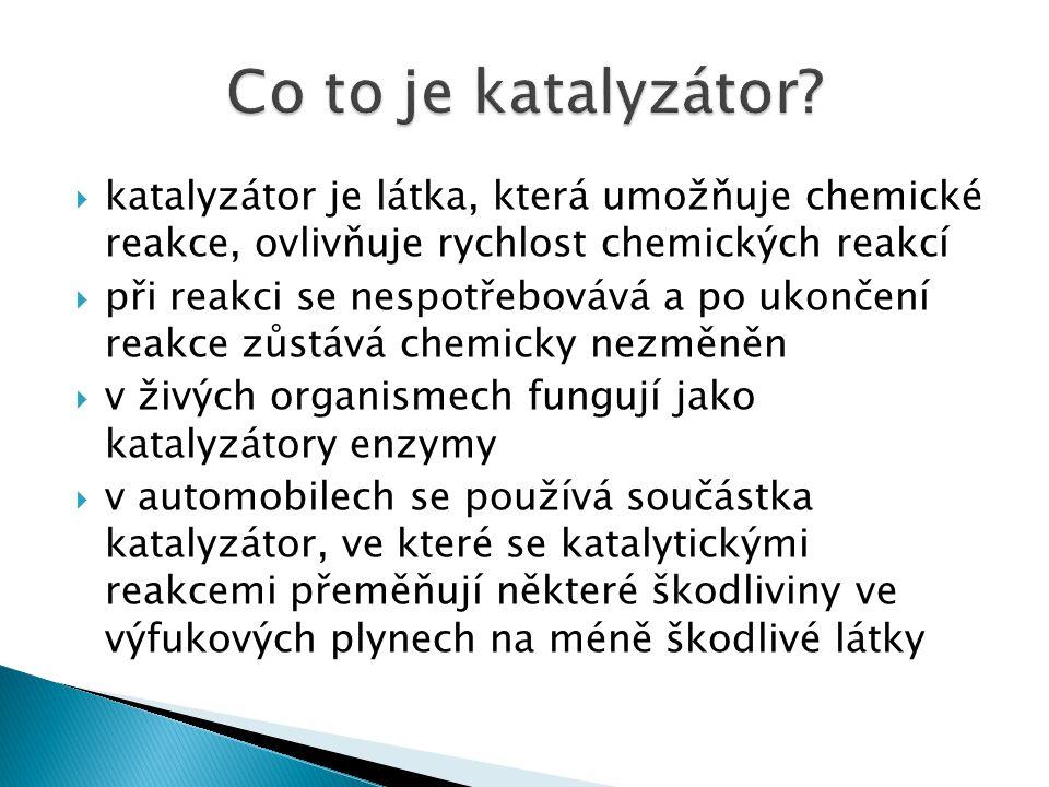  také v katalyzátorech pro osobní automobily probíhají chemické reakce  uvnitř katalyzátoru jsou ušlechtilé kovy jako platina, rhodium a paladium  když se škodlivé látky ve spalinách dostanou s nimi do styku, tak jsou bleskově převedeny na neškodné látky  CO a uhlovodíky H 2 O a CO 2  NO a NO 2 N 2 a O 2 Řez katalyzátorem http://cs.autolexicon.net/obr_clanky/cs_katalyzator_000-500x254.jpg
