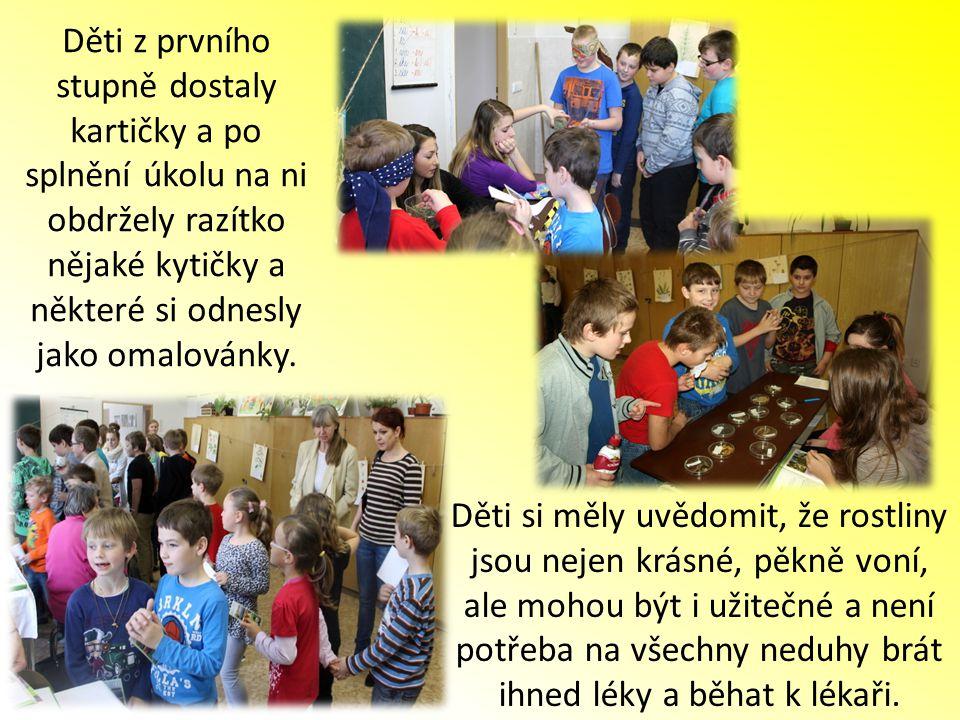 Děti z prvního stupně dostaly kartičky a po splnění úkolu na ni obdržely razítko nějaké kytičky a některé si odnesly jako omalovánky. Děti si měly uvě