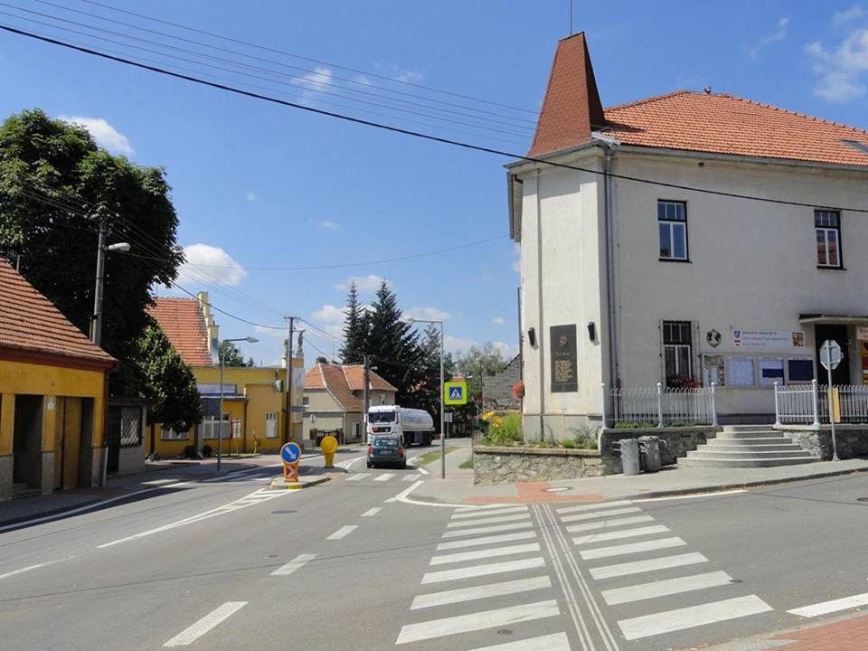 Pohled na vstup - vjezd do ulice Bosonožské náměstí……. Vstup - průjezd tímto náměstím je uveden v další části!!!