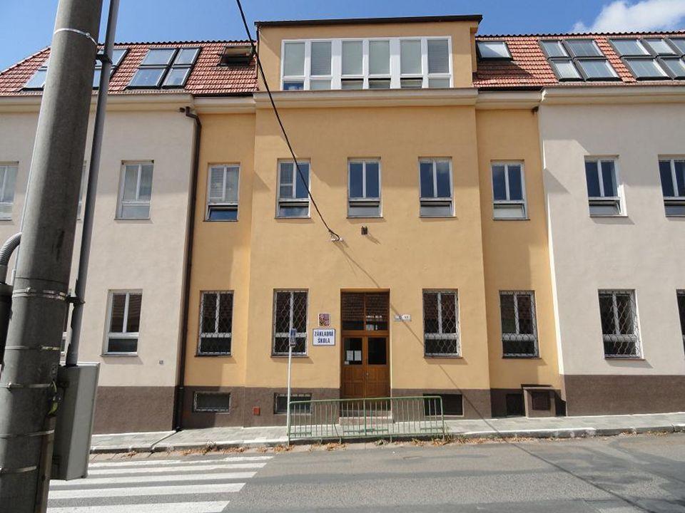SELSKÝ DŮM na Bosonožském náměstí č. 42 poslední zachovalá stavba v této městské části