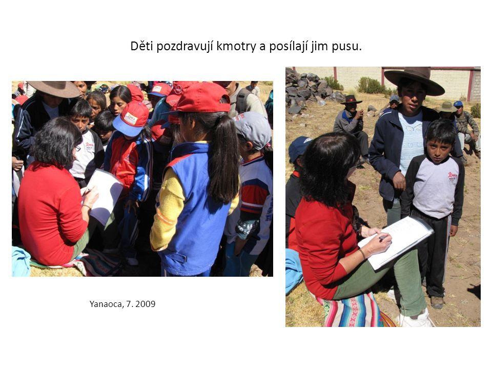 Děti pozdravují kmotry a posílají jim pusu. Yanaoca, 7. 2009