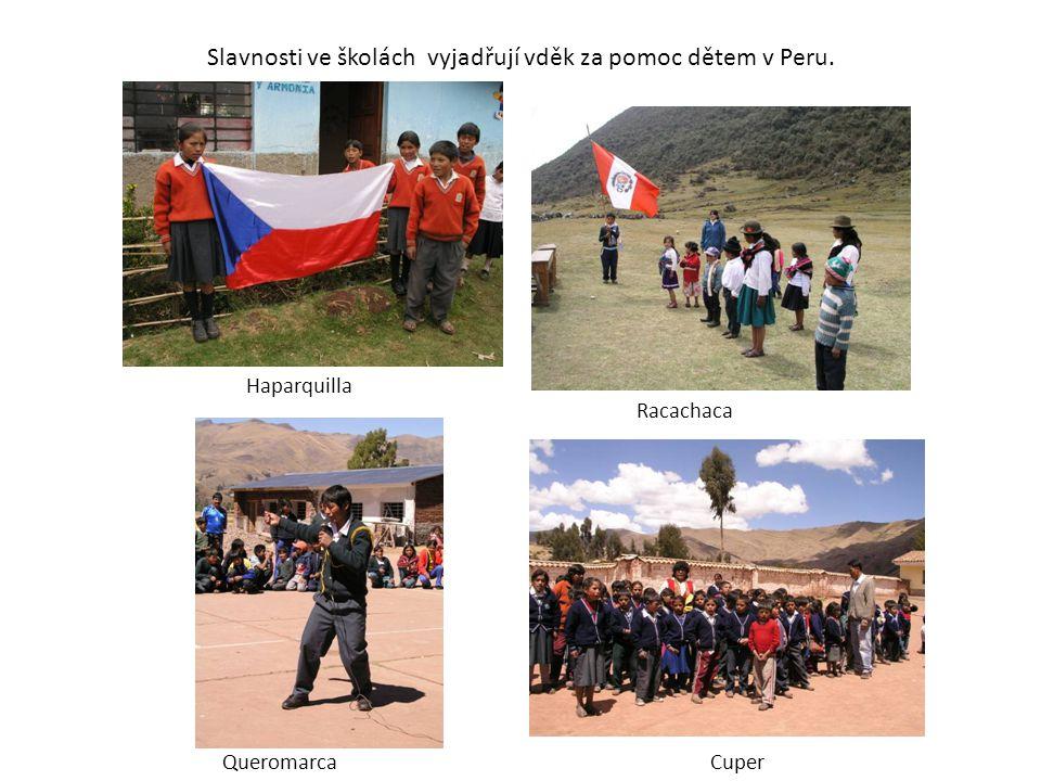 Slavnosti ve školách vyjadřují vděk za pomoc dětem v Peru. CuperQueromarca Racachaca Haparquilla