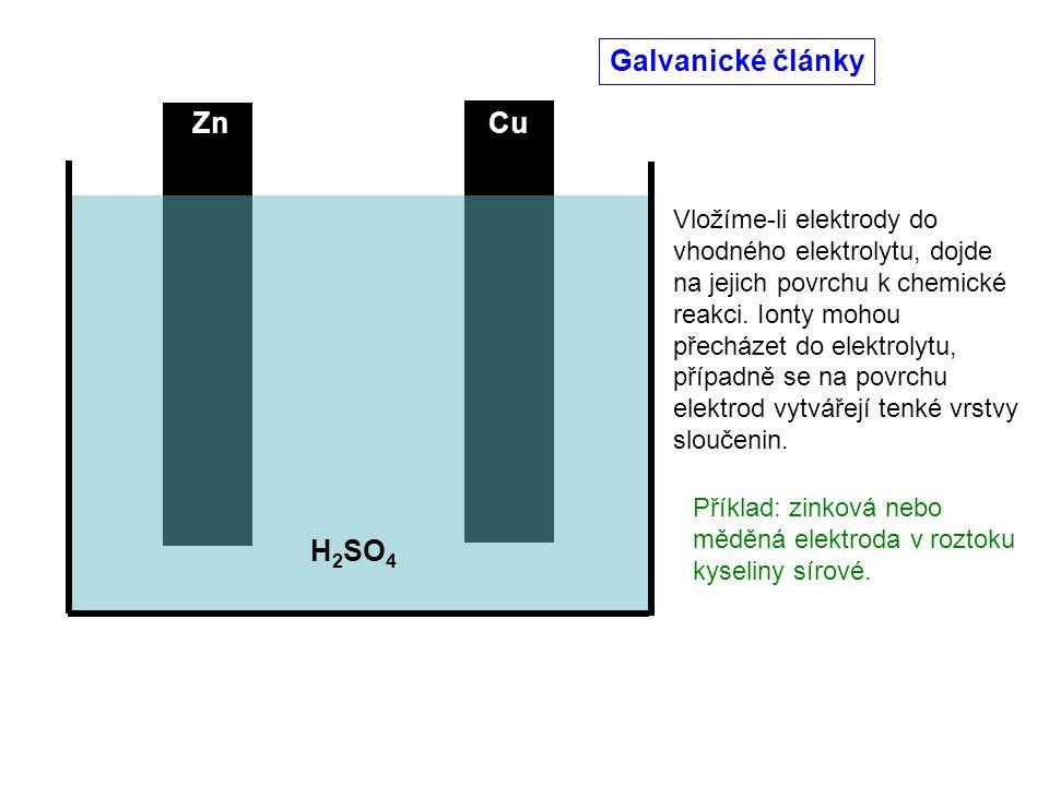 ZnCu Vložíme-li elektrody do vhodného elektrolytu, dojde na jejich povrchu k chemické reakci. Ionty mohou přecházet do elektrolytu, případně se na pov