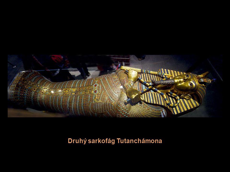 Zlatá pohřební maska Tutanchámova