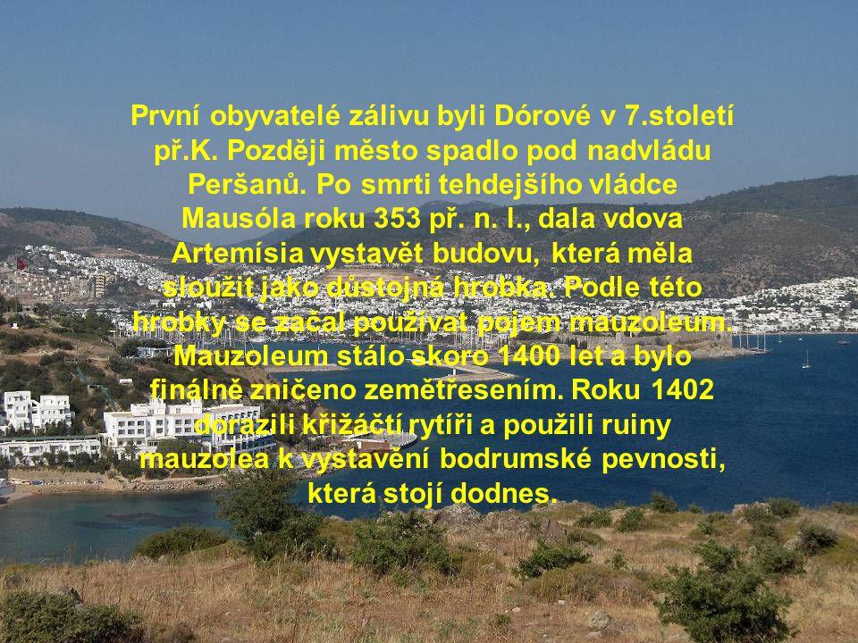 První obyvatelé zálivu byli Dórové v 7.století př.K. Později město spadlo pod nadvládu Peršanů. Po smrti tehdejšího vládce Mausóla roku 353 př. n. l.,