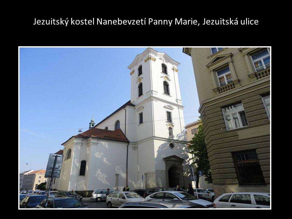 Pohled na kostel-chrám sv. Jakuba foto-snímek pořízen z budovy na nám. Svobody