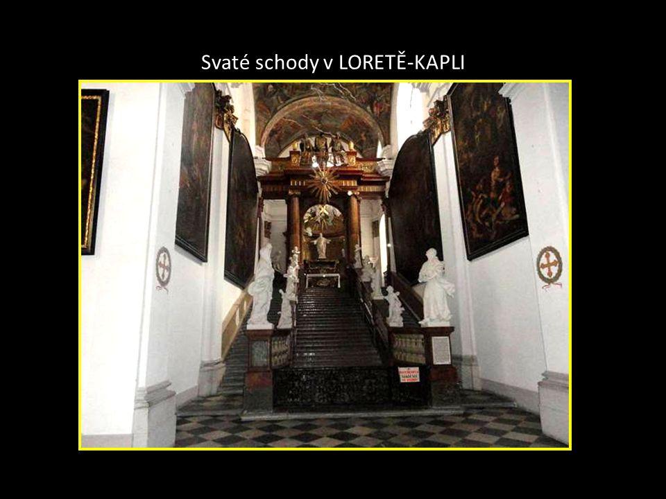 Pohled z ulice Jánská- LORETÁNSKÁ KAPLE je stavba napodobující Svatou chýši v italském LORETU