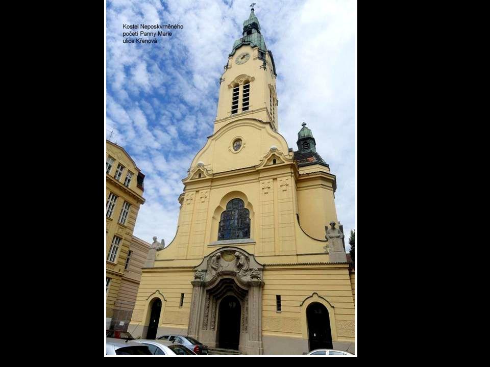 Kostel Nanebevzetí sv. Kříže a klášter kapucínů-Kapucínské náměstí