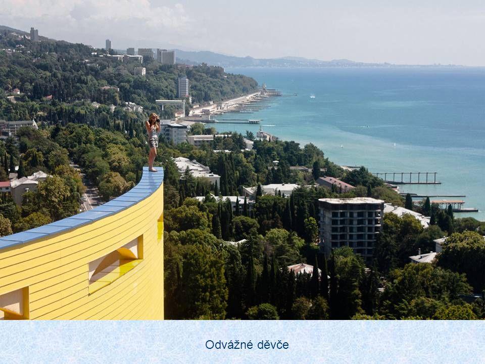 Soči je jednou z nejvyhledávanějších turistických destinací Ruska. Nabízí návštěvníkům mnoho turistických lákadel Hlavním zdrojem příjmů města je turi