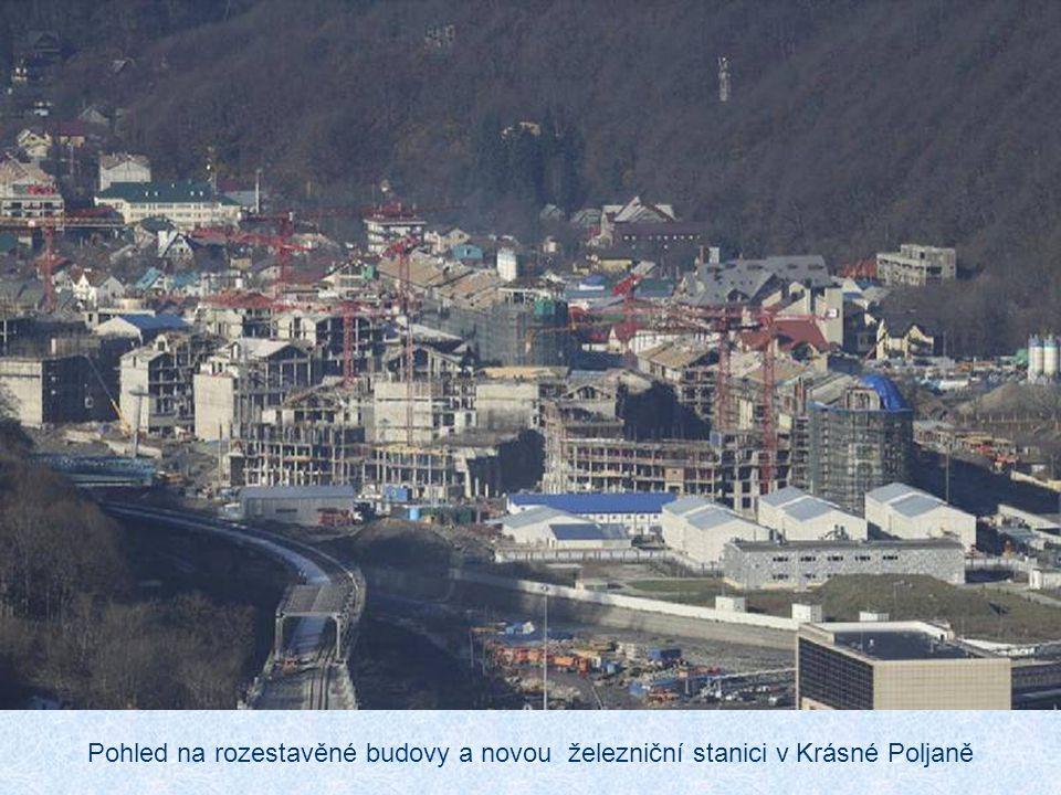 Horské středisko Krásná Poljana je 49 km od centra Horská sportoviště budou od sebe vzdálena maximálně 16 minut jízdy a tato oblast bude mít vlastní v