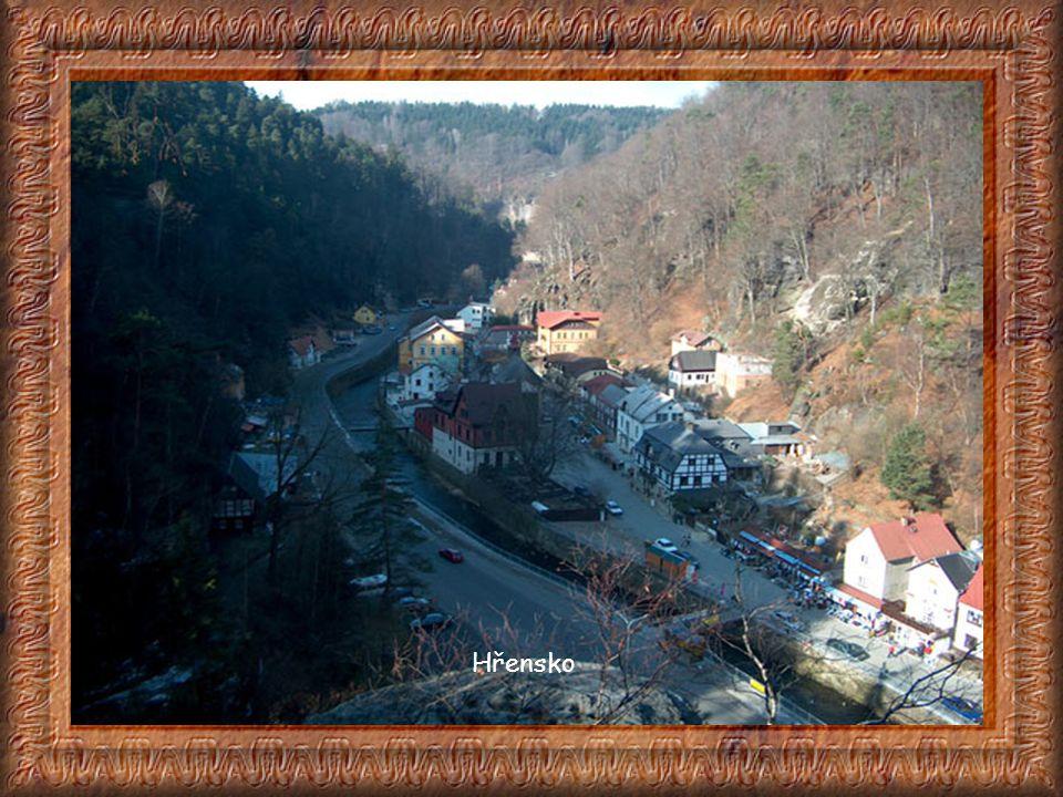 Malá hraniční obec Hřensko při hranici s Německem tvoří vstupní bránu do Národního parku České Švýcarsko. Již samotná příjezdová cesta z Děčína do Hře