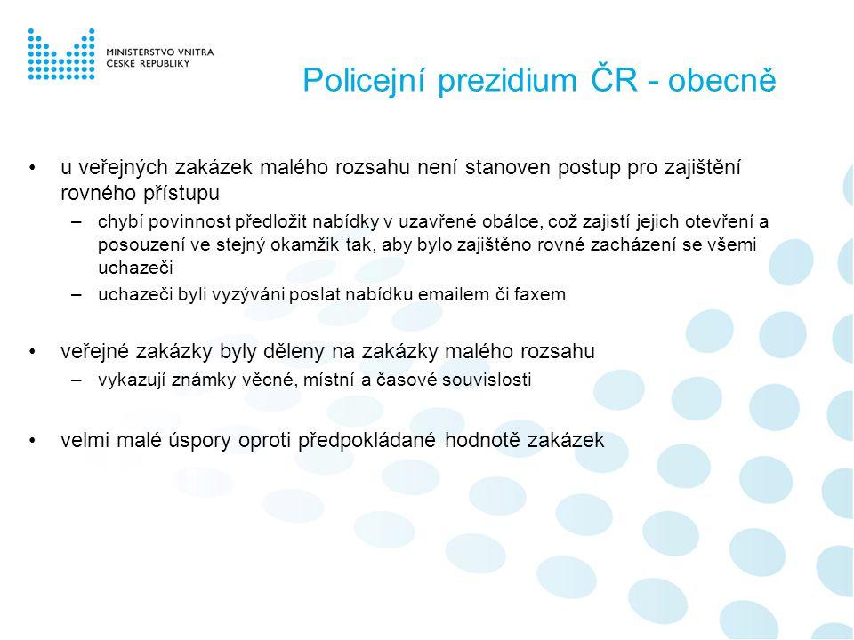 Policejní prezidium ČR - obecně •u veřejných zakázek malého rozsahu není stanoven postup pro zajištění rovného přístupu –chybí povinnost předložit nabídky v uzavřené obálce, což zajistí jejich otevření a posouzení ve stejný okamžik tak, aby bylo zajištěno rovné zacházení se všemi uchazeči –uchazeči byli vyzýváni poslat nabídku emailem či faxem •veřejné zakázky byly děleny na zakázky malého rozsahu –vykazují známky věcné, místní a časové souvislosti •velmi malé úspory oproti předpokládané hodnotě zakázek