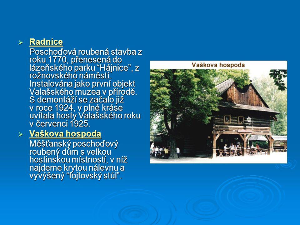 """ Radnice Poschoďová roubená stavba z roku 1770, přenesená do lázeňského parku """"Hájnice"""", z rožnovského náměstí. Instalována jako první objekt Valašsk"""
