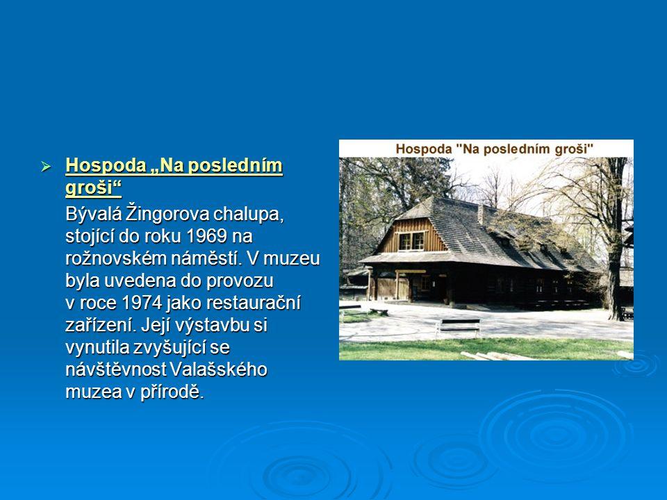 """ Hospoda """"Na posledním groši"""" Bývalá Žingorova chalupa, stojící do roku 1969 na rožnovském náměstí. V muzeu byla uvedena do provozu v roce 1974 jako"""