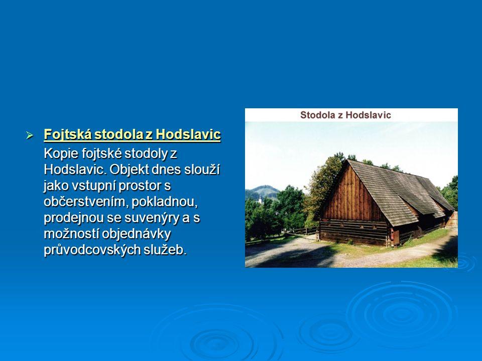  Fojtská stodola z Hodslavic Kopie fojtské stodoly z Hodslavic. Objekt dnes slouží jako vstupní prostor s občerstvením, pokladnou, prodejnou se suven