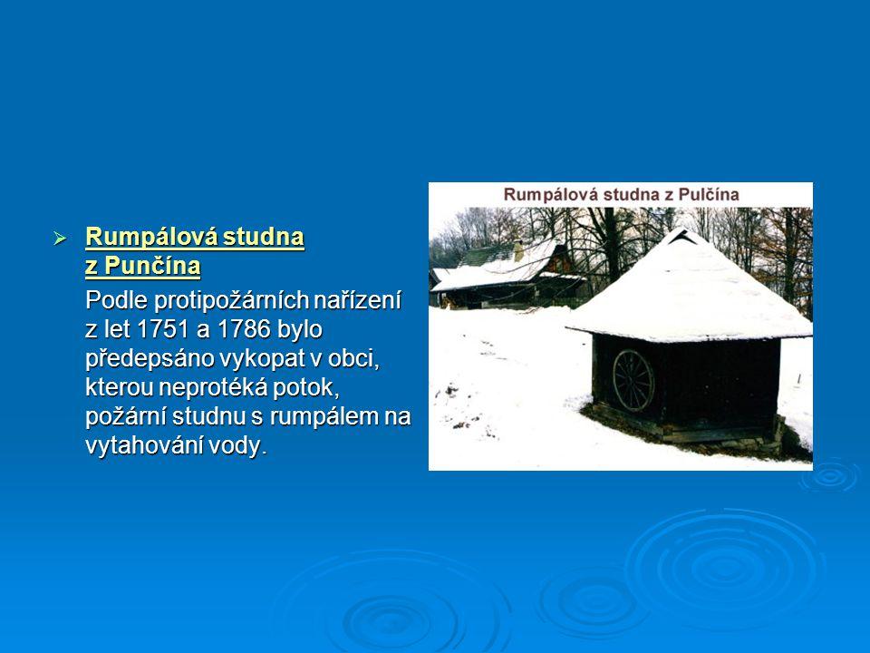  Rumpálová studna z Punčína Podle protipožárních nařízení z let 1751 a 1786 bylo předepsáno vykopat v obci, kterou neprotéká potok, požární studnu s