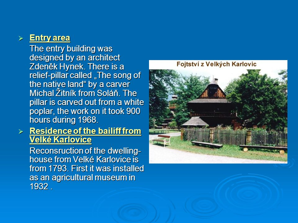  Komorní amfiteátr Aby se slavnosti nemusely konat na nádvoří Dřevěného městečka, byl v šedesátých letech, přímo v areálu Dřevěného městečka, postaven komorní amfiteátr pro 500 návštěvníků.