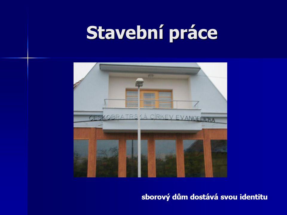 Stavební práce sborový dům dostává svou identitu