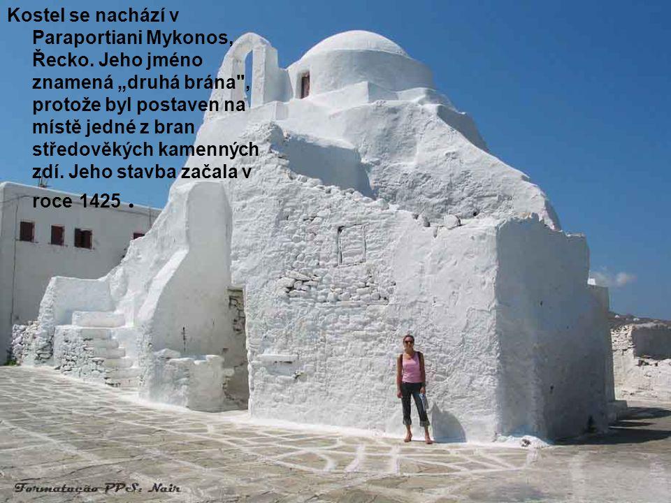 •Göreme, Kapadokie, Turecko. Kostel vytesaný ve skále.V tomto kraji existuje více než 100 podobných staveb..