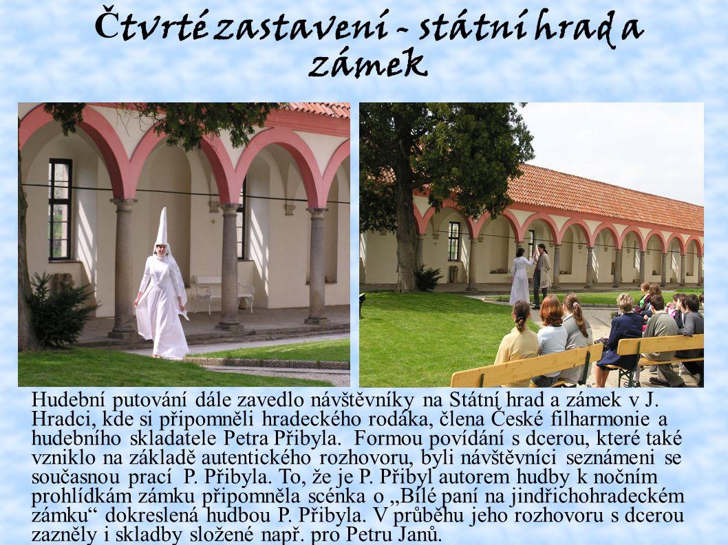 Č tvrté zastavení - státní hrad a zámek Hudební putování dále zavedlo návštěvníky na Státní hrad a zámek v J.