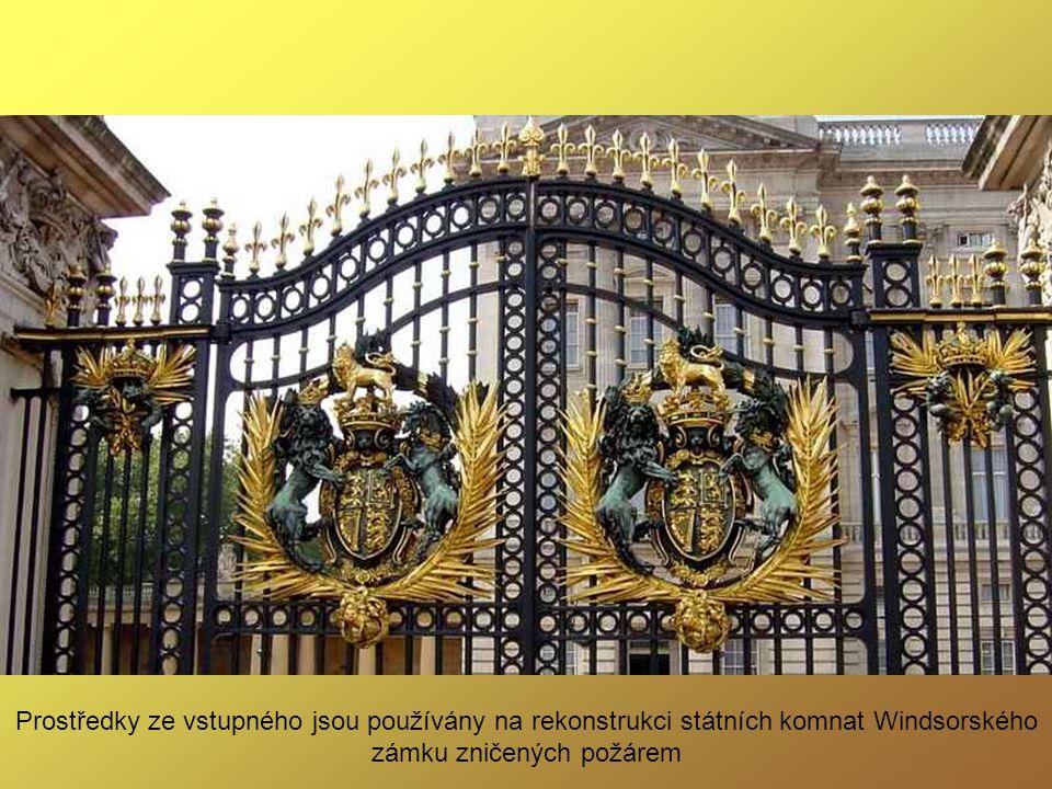Zpřístupnění Buckinghamského paláce v létě pro návštěvníky v 90. letech 20. století bylo významnou změnou tradice