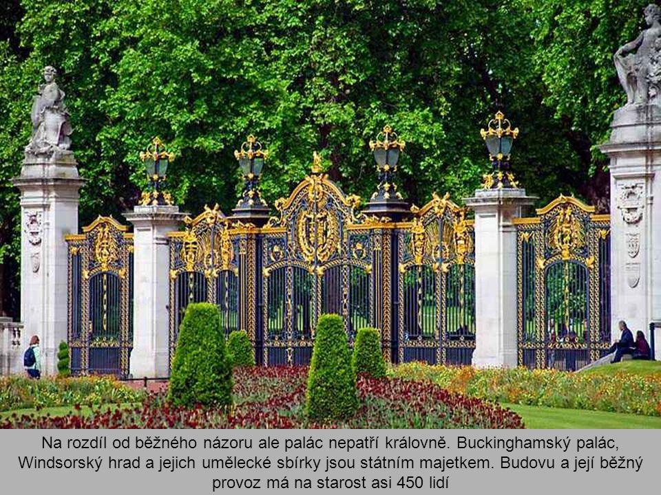 Na rozdíl od běžného názoru ale palác nepatří královně.