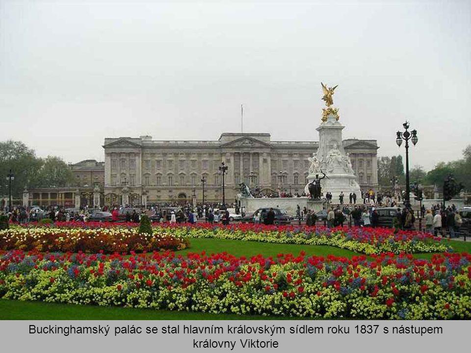 Buckinghamský palác se stal hlavním královským sídlem roku 1837 s nástupem královny Viktorie