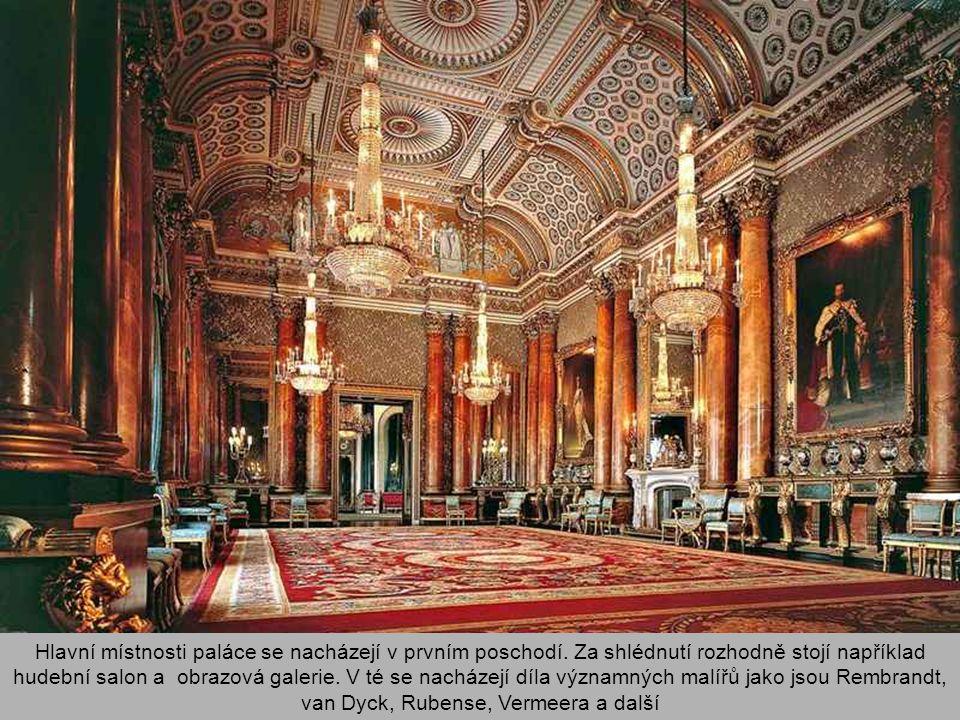 Hlavní místnosti paláce se nacházejí v prvním poschodí.