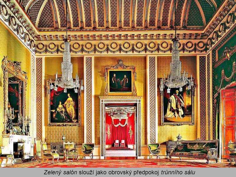 Zelený salón slouží jako obrovský předpokoj trůnního sálu