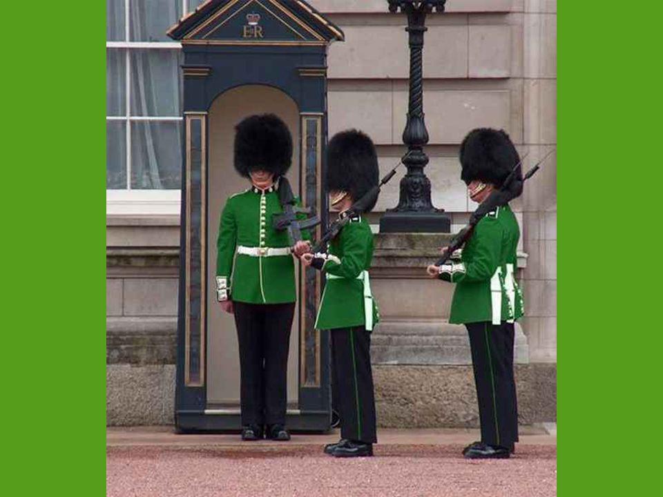 Úryvek z dobového tisku : Královská garda tvoří nejsilnější údernou jednotku britské armády.Její smrtící šavle a silní koně umožňují útočit s ničivou