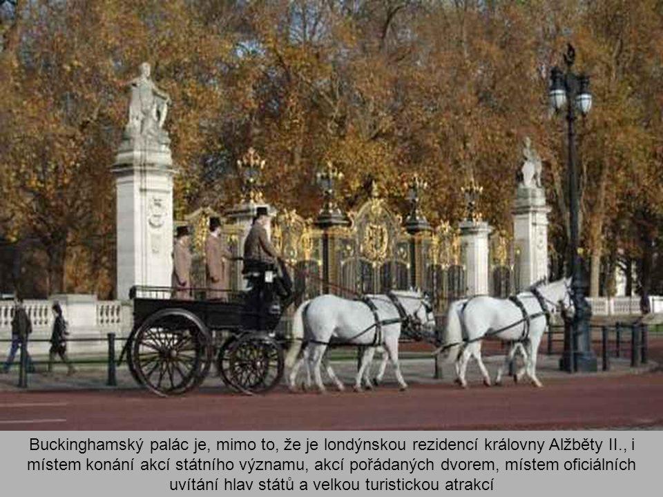 V době druhé světové války se stal palác sedmkrát terčem náletů. Jedna z leteckých pum dopadla do vnitřního čtvercového nádvoří v době, kdy král Jiří