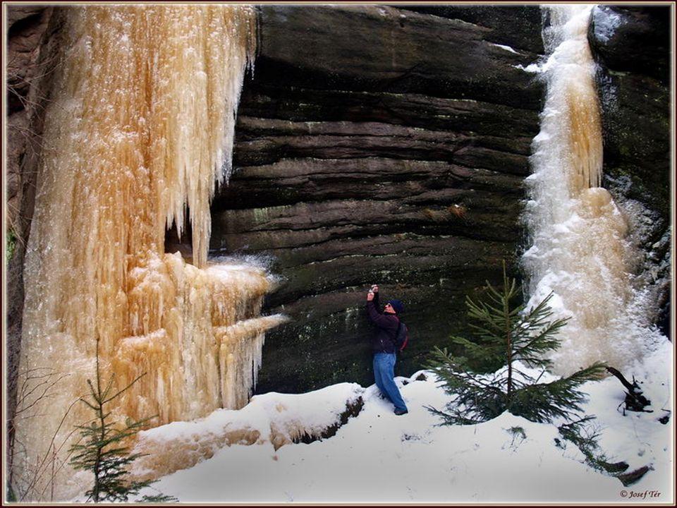 Nejvyšší ledopády, je to více jak 10 metrů. Na příštím obrázku to porovnejte s Luborem.