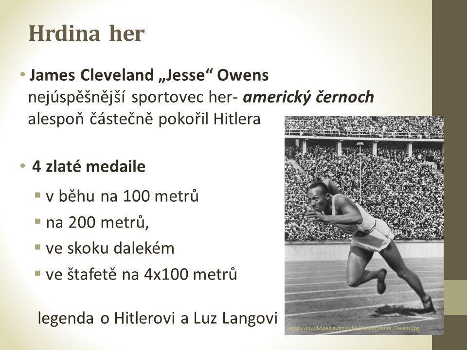 """Hrdina her • James Cleveland """"Jesse"""" Owens nejúspěšnější sportovec her- americký černoch alespoň částečně pokořil Hitlera • 4 zlaté medaile  v běhu n"""