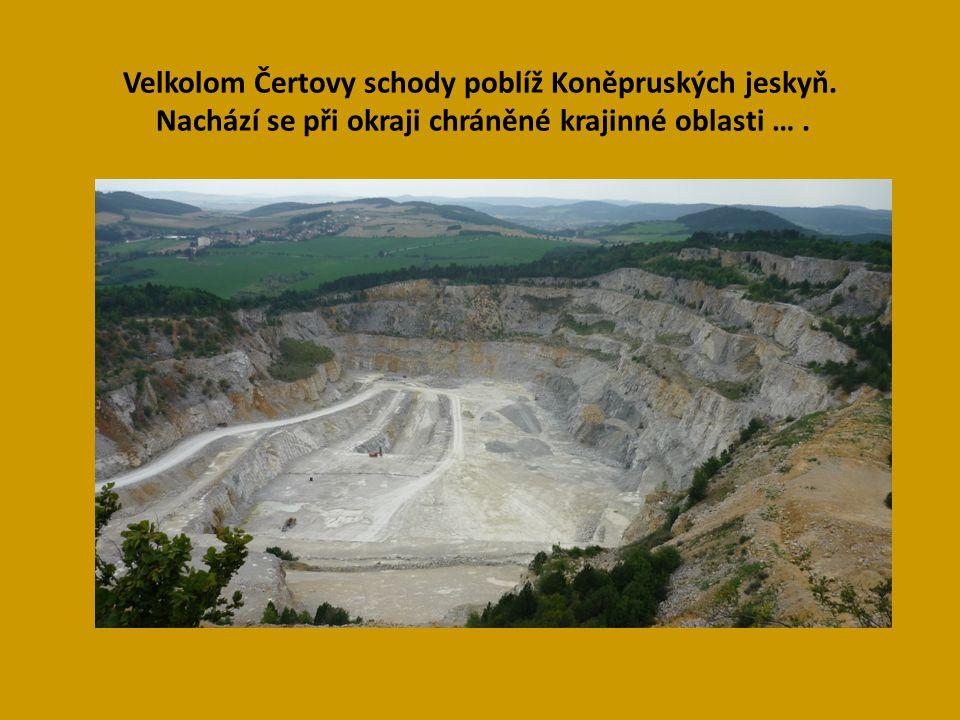 Velkolom Čertovy schody poblíž Koněpruských jeskyň.