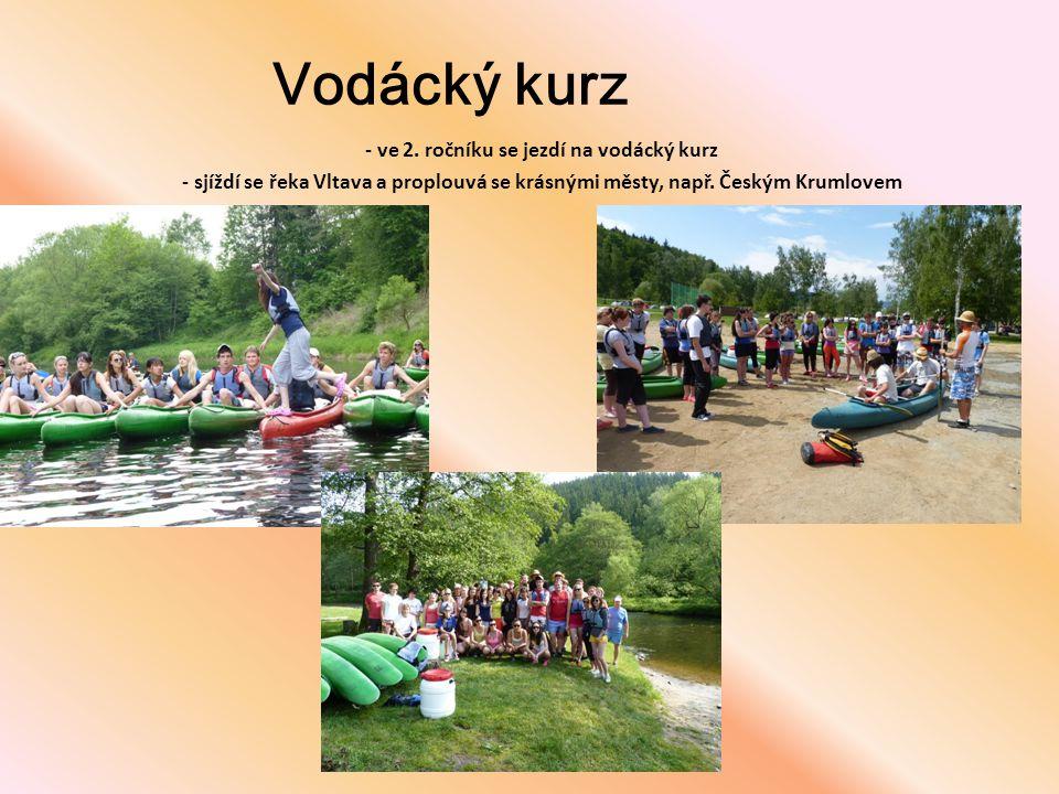 Vodácký kurz - ve 2. ročníku se jezdí na vodácký kurz - sjíždí se řeka Vltava a proplouvá se krásnými městy, např. Českým Krumlovem