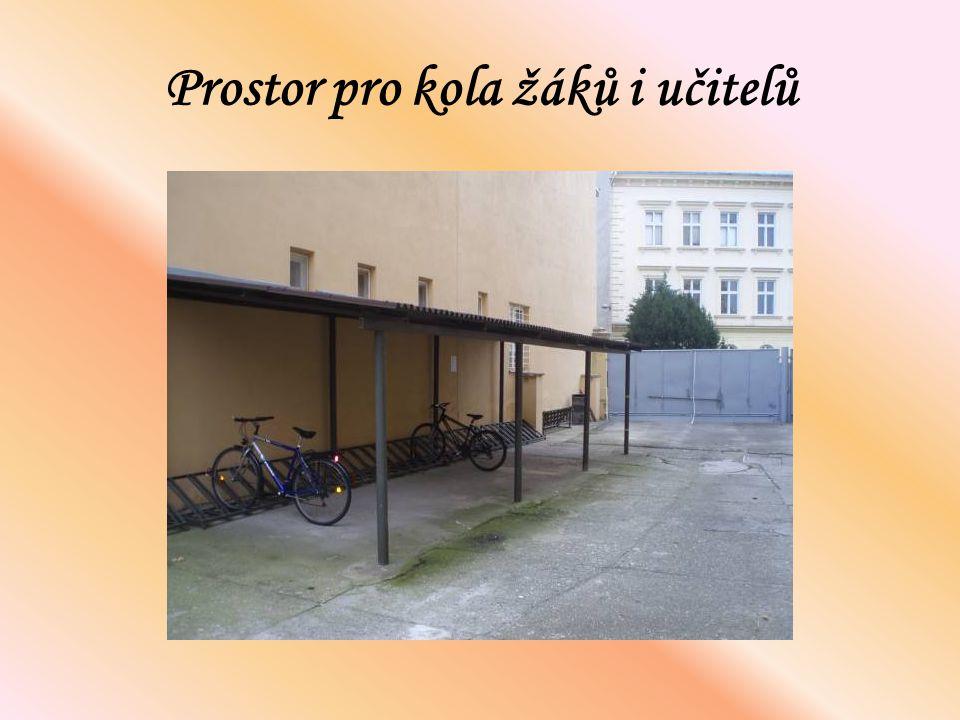 Prostor pro kola žáků i učitelů
