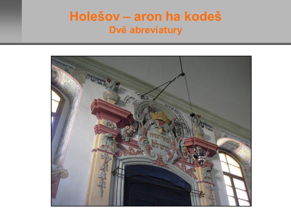 Holešov – aron ha kodeš Dvě abreviatury