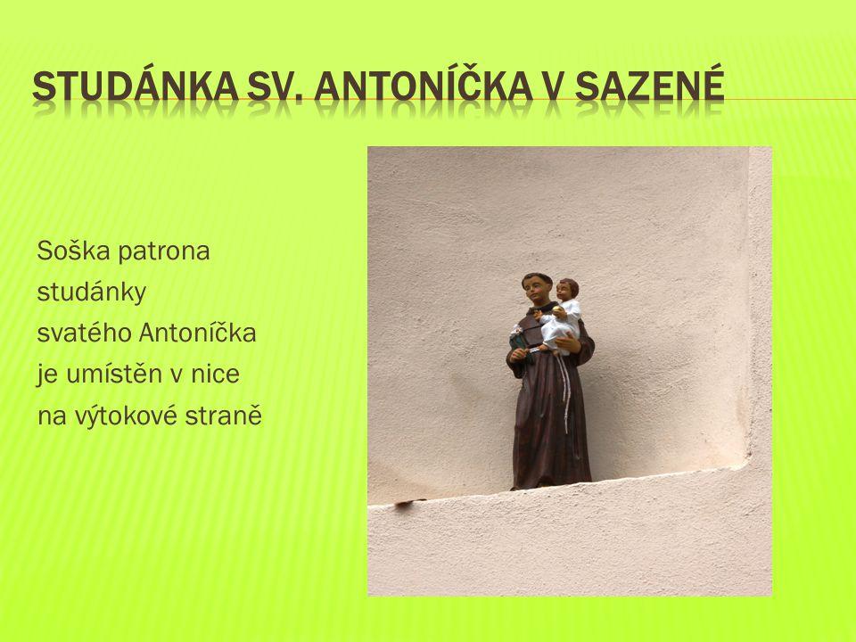 Soška patrona studánky svatého Antoníčka je umístěn v nice na výtokové straně