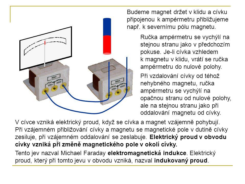 Budeme magnet držet v klidu a cívku připojenou k ampérmetru přibližujeme např. k severnímu pólu magnetu. Ručka ampérmetru se vychýlí na stejnou stranu
